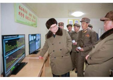 160324 - RS - KIM JONG UN - Marschall KIM JONG UN begutachtete einen Raketentriebwerktest - 01 - 경애하는 김정은동지께서 대출력고체로케트발동기지상분출 및 계단분리시험을 지도하시였다