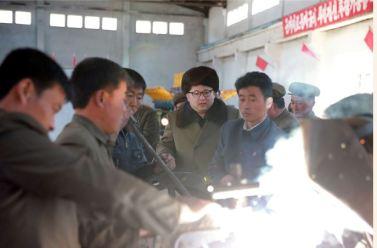 160324 - SK - KIM JONG UN - Marschall KIM JONG UN besichtigte den Betrieb '11. Februar' im Vereinigten Maschinenwerk Ryongsong - 경애하는 김정은동지께서 룡성기계련합기업소 2월11일공장을 현지지도하시였다