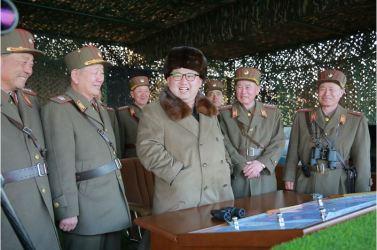 160325 - 조선의 오늘 - KIM JONG UN - Marschall KIM JONG UN leitete eine Ferngeschützfeuerübung der Fronttruppen der KVA - 05 - 경애하는 김정은동지께서 청와대와 서울시안의 반동통치기관들을 격멸소탕하기 위한 조선인민군 전선대련합부대 장거리포병대집중화력타격연습을 지도하시였다