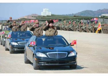 160325 - RS - KIM JONG UN - Marschall KIM JONG UN leitete eine Ferngeschützfeuerübung der Fronttruppen der KVA - 08 - 경애하는 김정은동지께서 청와대와 서울시안의 반동통치기관들을 격멸소탕하기 위한 조선인민군 전선대련합부대 장거리포병대집중화력타격연습을 지도하시였다