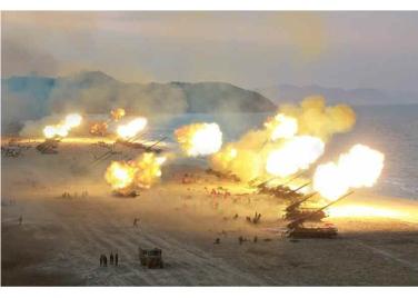 160325 - RS - KIM JONG UN - Marschall KIM JONG UN leitete eine Ferngeschützfeuerübung der Fronttruppen der KVA - 16 - 경애하는 김정은동지께서 청와대와 서울시안의 반동통치기관들을 격멸소탕하기 위한 조선인민군 전선대련합부대 장거리포병대집중화력타격연습을 지도하시였다