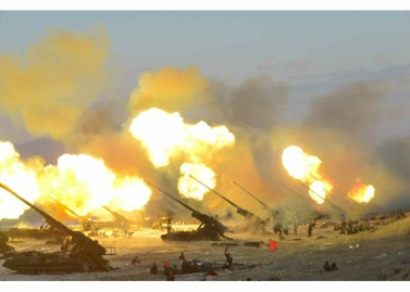 160325 - RS - KIM JONG UN - Marschall KIM JONG UN leitete eine Ferngeschützfeuerübung der Fronttruppen der KVA - 19 - 경애하는 김정은동지께서 청와대와 서울시안의 반동통치기관들을 격멸소탕하기 위한 조선인민군 전선대련합부대 장거리포병대집중화력타격연습을 지도하시였다