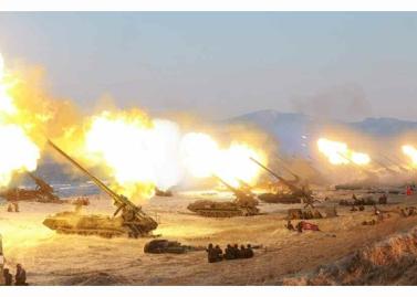 160325 - RS - KIM JONG UN - Marschall KIM JONG UN leitete eine Ferngeschützfeuerübung der Fronttruppen der KVA - 24 - 경애하는 김정은동지께서 청와대와 서울시안의 반동통치기관들을 격멸소탕하기 위한 조선인민군 전선대련합부대 장거리포병대집중화력타격연습을 지도하시였다