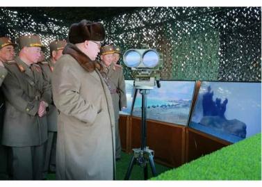 160325 - RS - KIM JONG UN - Marschall KIM JONG UN leitete eine Ferngeschützfeuerübung der Fronttruppen der KVA - 25 - 경애하는 김정은동지께서 청와대와 서울시안의 반동통치기관들을 격멸소탕하기 위한 조선인민군 전선대련합부대 장거리포병대집중화력타격연습을 지도하시였다