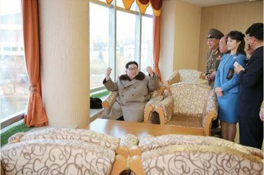 160328 - 조선의 오늘 - SK - Marschall KIM JONG UN besichtigte das Kaufhaus Mirae und die Komplexe Dienstleistungsbasis - 01 - 경애하는 김정은동지께서 새로 건설된 미래상점과 종합봉사기지를 현지지도하시였다