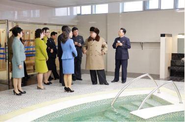 160328 - 조선의 오늘 - SK - Marschall KIM JONG UN besichtigte das Kaufhaus Mirae und die Komplexe Dienstleistungsbasis - 02 - 경애하는 김정은동지께서 새로 건설된 미래상점과 종합봉사기지를 현지지도하시였다