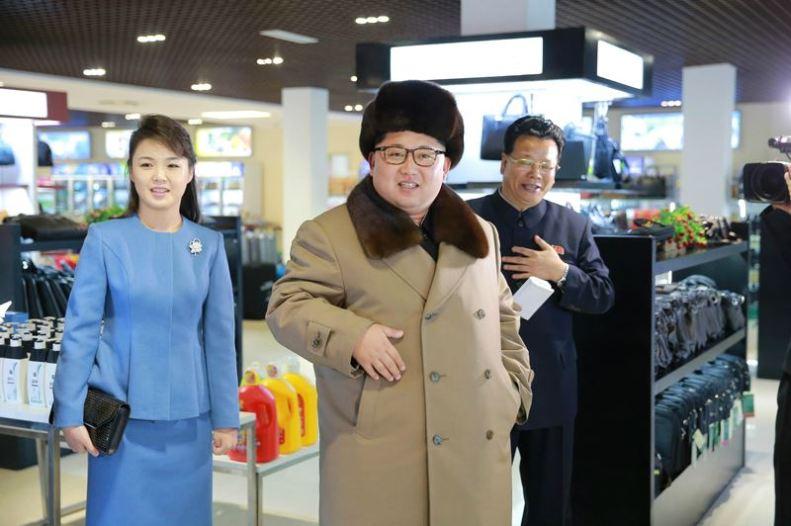 160328 - 조선의 오늘 - KIM JONG UN - Marschall KIM JONG UN besichtigte das Kaufhaus Mirae und die Komplexe Dienstleistungsbasis - 01 - 경애하는 김정은동지께서 새로 건설된 미래상점과 종합봉사기지를 현지지도하시였다