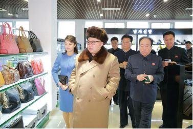 160328 - 조선의 오늘 - KIM JONG UN - Marschall KIM JONG UN besichtigte das Kaufhaus Mirae und die Komplexe Dienstleistungsbasis - 02 - 경애하는 김정은동지께서 새로 건설된 미래상점과 종합봉사기지를 현지지도하시였다