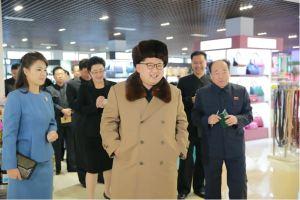 160328 - 조선의 오늘 - KIM JONG UN - Marschall KIM JONG UN besichtigte das Kaufhaus Mirae und die Komplexe Dienstleistungsbasis - 04 - 경애하는 김정은동지께서 새로 건설된 미래상점과 종합봉사기지를 현지지도하시였다