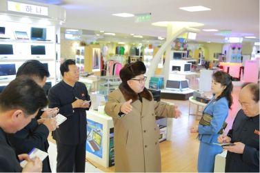 160328 - 조선의 오늘 - KIM JONG UN - Marschall KIM JONG UN besichtigte das Kaufhaus Mirae und die Komplexe Dienstleistungsbasis - 08 - 경애하는 김정은동지께서 새로 건설된 미래상점과 종합봉사기지를 현지지도하시였다