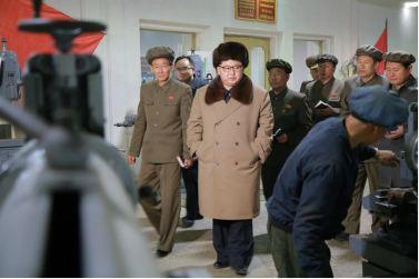 160401 - 조선의 오늘 - KIM JONG UN - Marschall KIM JONG UN leitete den Maschinenbaubetrieb Sinhung vor Ort an - 07 - 경애하는 김정은동지께서 신흥기계공장을 현지지도하시였다
