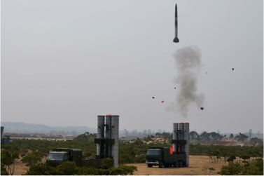 160402 - 조선의 오늘 - KIM JONG UN - Marschall KIM JONG UN begutachtete ein neues Luftabwehrwaffensystem - 05 - 경애하는 김정은동지께서 새형의 반항공요격유도무기체계의 전투성능판정을 위한 시험사격을