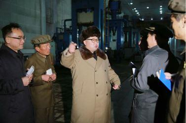 160402 - 조선의 오늘 - KIM JONG UN - Marschall KIM JONG UN besichtigte das Maschinenwerk Tonghungsan im Vereinigten Maschinenwerk Ryongsong - 02 - 경애하는 김정은동지께서 룡성기계련합기업소 동흥산기계공장을 현지지도하시였다