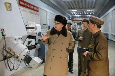 160402 - 조선의 오늘 - KIM JONG UN - Marschall KIM JONG UN besichtigte das Maschinenwerk Tonghungsan im Vereinigten Maschinenwerk Ryongsong - 04 - 경애하는 김정은동지께서 룡성기계련합기업소 동흥산기계공장을 현지지도하시였다