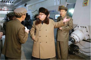 160402 - 조선의 오늘 - KIM JONG UN - Marschall KIM JONG UN besichtigte das Maschinenwerk Tonghungsan im Vereinigten Maschinenwerk Ryongsong - 05 - 경애하는 김정은동지께서 룡성기계련합기업소 동흥산기계공장을 현지지도하시였다