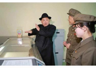 160408 - RS - Marschall KIM JONG UN besichtigte ein Maschinenwerk, das von Ri Chol Ho geleitet wird - 02 - 경애하는 김정은동지께서 리철호동무가 사업하는 기계공장을 현지지도하시였다
