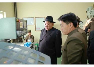 160408 - RS - Marschall KIM JONG UN besichtigte ein Maschinenwerk, das von Ri Chol Ho geleitet wird - 03 - 경애하는 김정은동지께서 리철호동무가 사업하는 기계공장을 현지지도하시였다