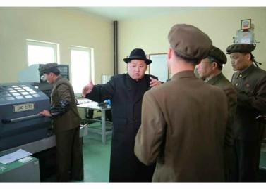 160408 - RS - Marschall KIM JONG UN besichtigte ein Maschinenwerk, das von Ri Chol Ho geleitet wird - 05 - 경애하는 김정은동지께서 리철호동무가 사업하는 기계공장을 현지지도하시였다