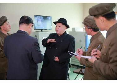 160408 - RS - Marschall KIM JONG UN besichtigte ein Maschinenwerk, das von Ri Chol Ho geleitet wird - 06 - 경애하는 김정은동지께서 리철호동무가 사업하는 기계공장을 현지지도하시였다