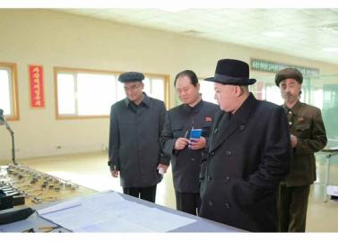 160408 - RS - Marschall KIM JONG UN besichtigte ein Maschinenwerk, das von Ri Chol Ho geleitet wird - 09 - 경애하는 김정은동지께서 리철호동무가 사업하는 기계공장을 현지지도하시였다
