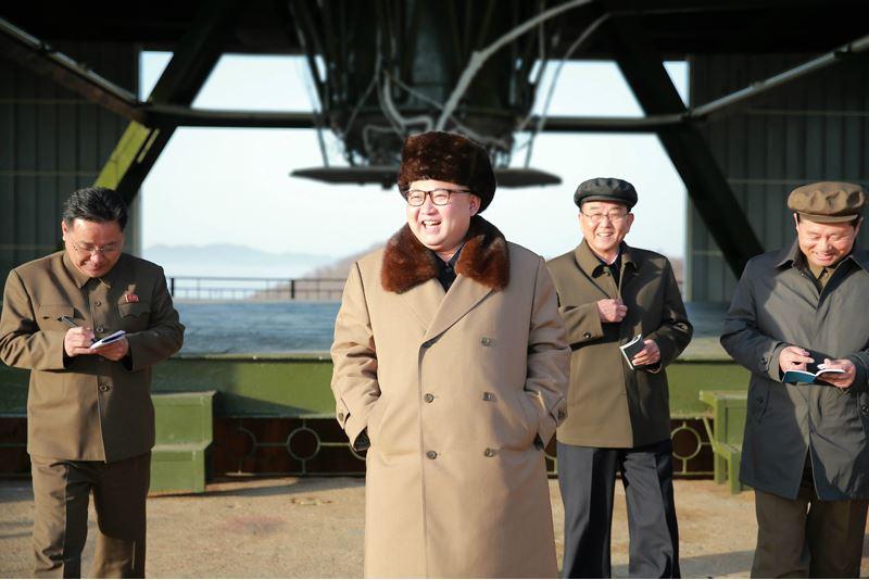 160409 - 조선의 오늘 - KIM JONG UN - Marschall KIM JONG UN leitete einen Test am neuen Raketentriebwerk - 01 - 경애하는 김정은동지께서 서해위성발사장을 찾으시여 새형의 대륙간탄도로케트 대출력발동기지상분출시험을 지도하시였다
