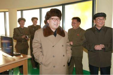 160409 - 조선의 오늘 - KIM JONG UN - Marschall KIM JONG UN leitete einen Test am neuen Raketentriebwerk - 06 - 경애하는 김정은동지께서 서해위성발사장을 찾으시여 새형의 대륙간탄도로케트 대출력발동기지상분출시험을 지도하시였다