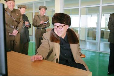 160409 - 조선의 오늘 - KIM JONG UN - Marschall KIM JONG UN leitete einen Test am neuen Raketentriebwerk - 07 - 경애하는 김정은동지께서 서해위성발사장을 찾으시여 새형의 대륙간탄도로케트 대출력발동기지상분출시험을 지도하시였다