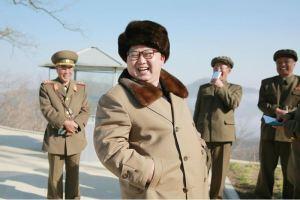 160409 - 조선의 오늘 - KIM JONG UN - Marschall KIM JONG UN leitete einen Test am neuen Raketentriebwerk - 08 - 경애하는 김정은동지께서 서해위성발사장을 찾으시여 새형의 대륙간탄도로케트 대출력발동기지상분출시험을 지도하시였다