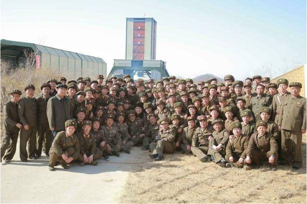 160409 - 조선의 오늘 - KIM JONG UN - Marschall KIM JONG UN leitete einen Test am neuen Raketentriebwerk - 10 - 경애하는 김정은동지께서 서해위성발사장을 찾으시여 새형의 대륙간탄도로케트 대출력발동기지상분출시험을 지도하시였다
