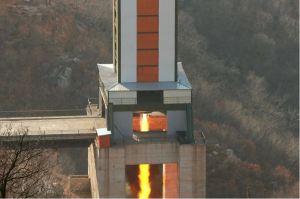 160409 - 조선의 오늘 - KIM JONG UN - Marschall KIM JONG UN leitete einen Test am neuen Raketentriebwerk - 11 - 경애하는 김정은동지께서 서해위성발사장을 찾으시여 새형의 대륙간탄도로케트 대출력발동기지상분출시험을 지도하시였다
