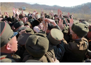 160409 - RS - KIM JONG UN - Marschall KIM JONG UN leitete einen Test am neuen Raketentriebwerk - 07 - 경애하는 김정은동지께서 서해위성발사장을 찾으시여 새형의 대륙간탄도로케트 대출력발동기지상분출시험을 지도하시였다