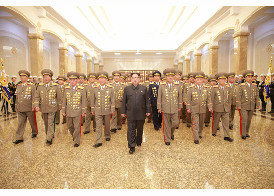 160415 - RS - KIM IL SUNG - KIM JONG UN - Marschall KIM JONG UN besuchte den Sonnenpalast Kumsusan - 01 - 경애하는 김정은동지께서 태양절에 즈음하여 금수산태양궁전을 찾으시였다