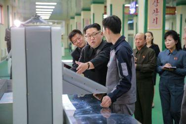 160419 - 조선의 오늘 - KIM JONG UN - 08 - 경애하는 김정은동지께서 새로 건설된 민들레학습장공장을 현지지도하시였다