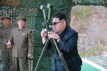 160424 - 조선의 오늘 - KIM JONG UN - Marschall KIM JONG UN leitete einen Unterwasserschießtest der ballistischen Rakete vom strategischen U-Boot - 02 - 전략잠수함 탄도탄수중시험발사에서 또다시 대성공 경애하는 김정은동지께서 시험발사를 현지에서 지도하시였다