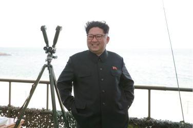 160424 - 조선의 오늘 - KIM JONG UN - Marschall KIM JONG UN leitete einen Unterwasserschießtest der ballistischen Rakete vom strategischen U-Boot - 05 - 전략잠수함 탄도탄수중시험발사에서 또다시 대성공 경애하는 김정은동지께서 시험발사를 현지에서 지도하시였다