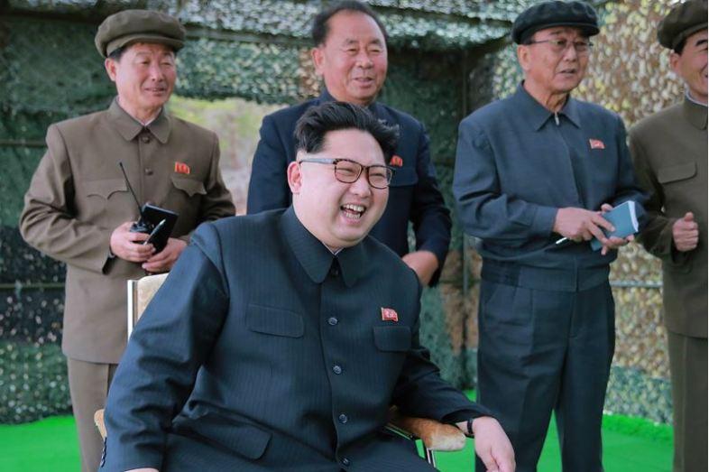 160424 - 조선의 오늘 - KIM JONG UN - Marschall KIM JONG UN leitete einen Unterwasserschießtest der ballistischen Rakete vom strategischen U-Boot - 06 - 전략잠수함 탄도탄수중시험발사에서 또다시 대성공 경애하는 김정은동지께서 시험발사를 현지에서 지도하시였다