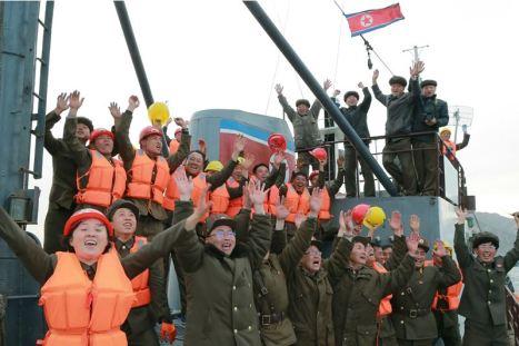 160424 - 조선의 오늘 - KIM JONG UN - Marschall KIM JONG UN leitete einen Unterwasserschießtest der ballistischen Rakete vom strategischen U-Boot - 16 - 전략잠수함 탄도탄수중시험발사에서 또다시 대성공 경애하는 김정은동지께서 시험발사를 현지에서 지도하시였다