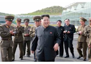 160515 - RS - KIM JONG UN - Marschall KIM JONG UN besuchte die Baumschule Nr. 122 der KVA - 05 - 경애하는 김정은동지께서 지식경제시대의 요구에 맞게 과학화, 공업화, 집약화가 훌륭히 실현된 조선인민군 122호양묘장을 현지지도하시였다