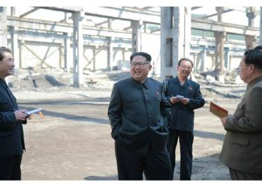 160519 - RS - KIM JONG UN - Marschall KIM JONG UN besuchte das Maschinenwerk unter Ho Chol Yong - 03 - 경애하는 김정은동지께서 허철용동무가 사업하는 기계공장을 현지지도하시였다