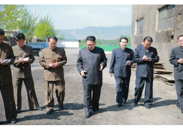 160519 - RS - KIM JONG UN - Marschall KIM JONG UN besuchte das Maschinenwerk unter Ho Chol Yong - 07 - 경애하는 김정은동지께서 허철용동무가 사업하는 기계공장을 현지지도하시였다