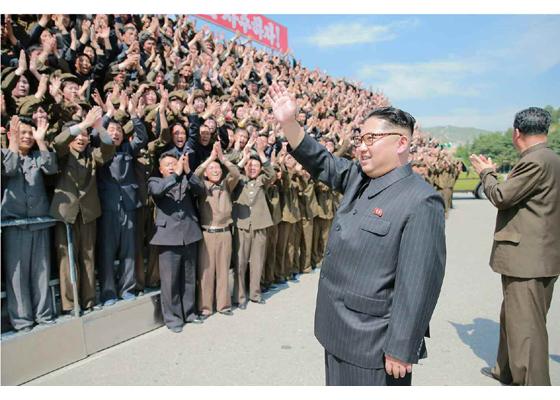 160519 - RS - KIM JONG UN - Marschall KIM JONG UN besuchte das Maschinenwerk unter Ho Chol Yong - 08 - 경애하는 김정은동지께서 허철용동무가 사업하는 기계공장을 현지지도하시였다