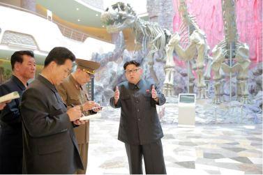 160521 - 조선의 오늘 - KIM JONG UN - Genosse KIM JONG UN besuchte das Naturmuseum und den Zentralen Zoologischen Garten vor deren Einweihungen - 02 - 경애하는 김정은동지께서 완공을 앞둔 자연박물관과 중앙동물원을 현지지도하시였다