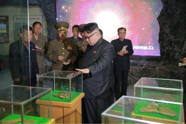 160521 - 조선의 오늘 - KIM JONG UN - Genosse KIM JONG UN besuchte das Naturmuseum und den Zentralen Zoologischen Garten vor deren Einweihungen - 03 - 경애하는 김정은동지께서 완공을 앞둔 자연박물관과 중앙동물원을 현지지도하시였다