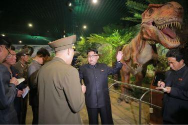 160521 - 조선의 오늘 - KIM JONG UN - Genosse KIM JONG UN besuchte das Naturmuseum und den Zentralen Zoologischen Garten vor deren Einweihungen - 04 - 경애하는 김정은동지께서 완공을 앞둔 자연박물관과 중앙동물원을 현지지도하시였다