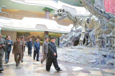 160521 - 조선의 오늘 - KIM JONG UN - Genosse KIM JONG UN besuchte das Naturmuseum und den Zentralen Zoologischen Garten vor deren Einweihungen - 06 - 경애하는 김정은동지께서 완공을 앞둔 자연박물관과 중앙동물원을 현지지도하시였다
