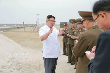160524 - 조선의 오늘 - KIM JONG UN - Marschall KIM JONG UN besuchte die Saline Kwisong - 02 - 경애하는 김정은동지께서 귀성제염소를 현지지도하시면서 인민군대에서 진행하고있는 지하초염수에 의한 소금생산실태를 료해하시였다