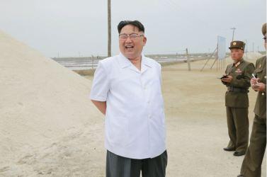 160524 - 조선의 오늘 - KIM JONG UN - Marschall KIM JONG UN besuchte die Saline Kwisong - 08 - 경애하는 김정은동지께서 귀성제염소를 현지지도하시면서 인민군대에서 진행하고있는 지하초염수에 의한 소금생산실태를 료해하시였다