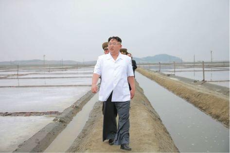 160524 - 조선의 오늘 - KIM JONG UN - Marschall KIM JONG UN besuchte die Saline Kwisong - 11 - 경애하는 김정은동지께서 귀성제염소를 현지지도하시면서 인민군대에서 진행하고있는 지하초염수에 의한 소금생산실태를 료해하시였다