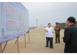 160524 - RS - KIM JONG UN - Marschall KIM JONG UN besuchte die Saline Kwisong - 01 - 경애하는 김정은동지께서 귀성제염소를 현지지도하시면서 인민군대에서 진행하고있는 지하초염수에 의한 소금생산실태를 료해하시였다