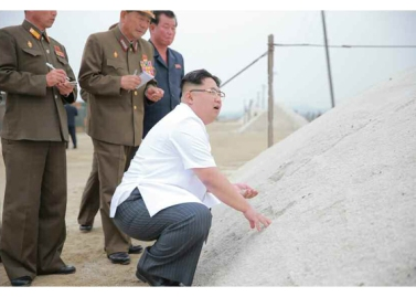 160524 - RS - KIM JONG UN - Marschall KIM JONG UN besuchte die Saline Kwisong - 03 - 경애하는 김정은동지께서 귀성제염소를 현지지도하시면서 인민군대에서 진행하고있는 지하초염수에 의한 소금생산실태를 료해하시였다